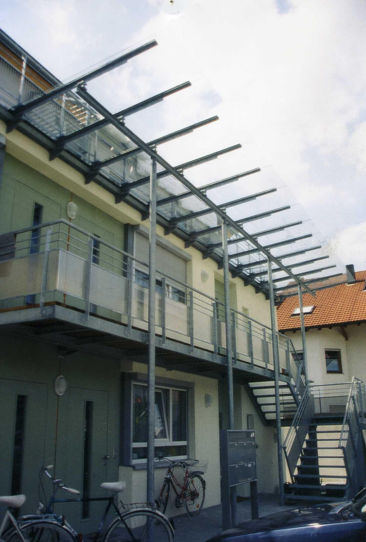 Laubengang MFH, Urbach 2000